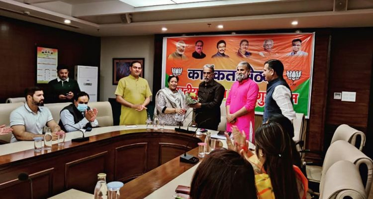 केंद्रीय मंत्री एवं सांसद श्री कृष्ण पाल गुज्जर जी ने कार्यकर्ताओं की बैठक ली