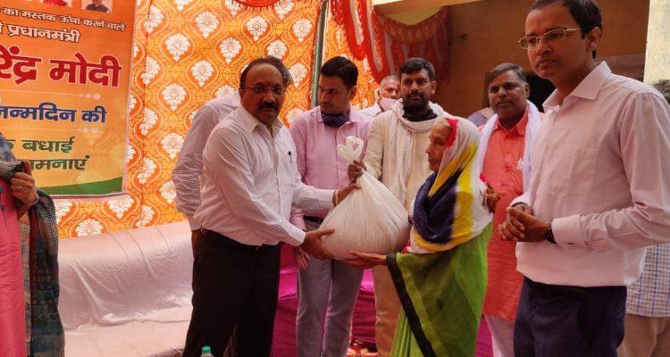 गुरुग्राम के विधायक श्री सुधीर सिंगला जी ने गरीबों को राशन वितरित किया